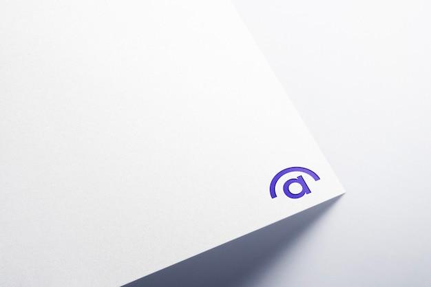 Logo mockup perspectief papier