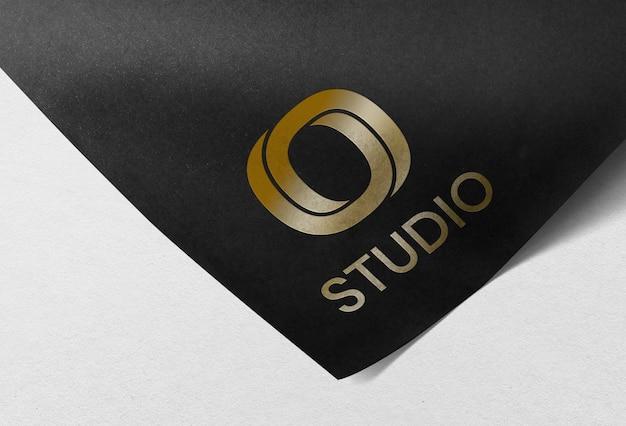 Logo mockup psd op briefpapier voor huisstijlbranding