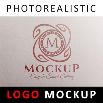 Logo mockup - rode folie stempelen logo op wit papier