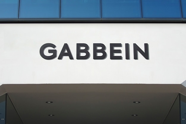 Logo nero mockup facade sign