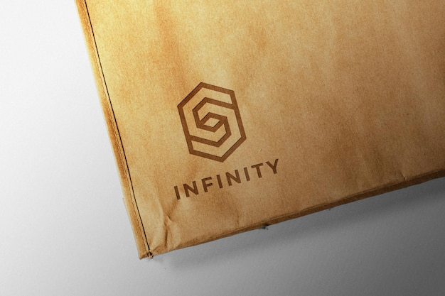 Logo op een papieren zakmodel