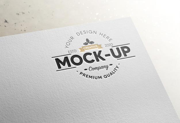 Logo op papieren mockup met ingeslagen effect