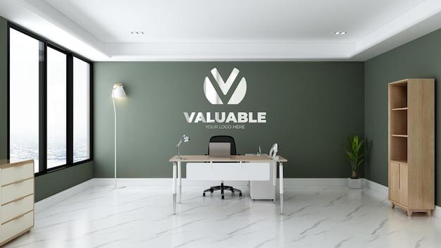 Logomodel in groene kamer van kantoormanager