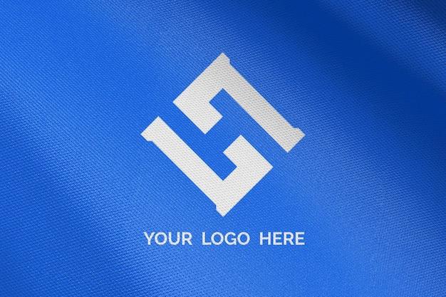 Logomodel op blauwe stof