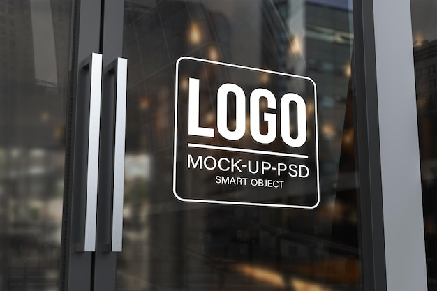 Logomodel op de glazen deur