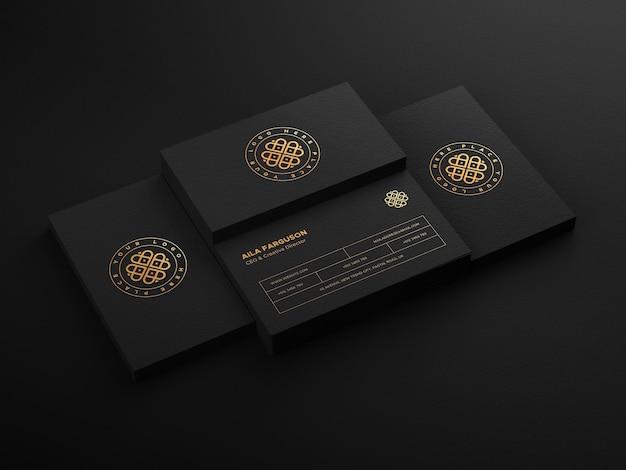 Logomodel op donkere stapel visitekaartje