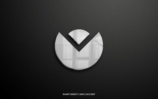 Logomodel op muur met zilveren reflectie