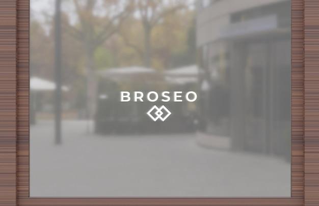 Logomodel op venster