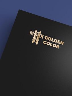 Logomodel op zwart papier