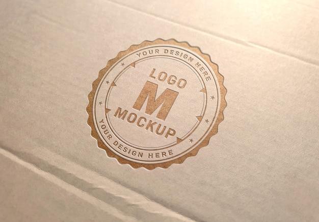 Logotipo grabado en maqueta de textura de cartón