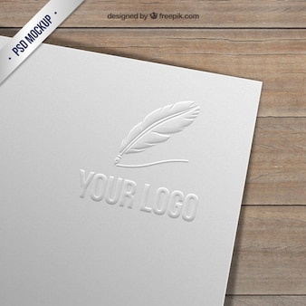 Logotipo grabado sobre papel