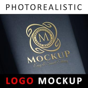Logotipo de la maqueta - estampado de la lámina dorada de debossed logotipo en la caja negra