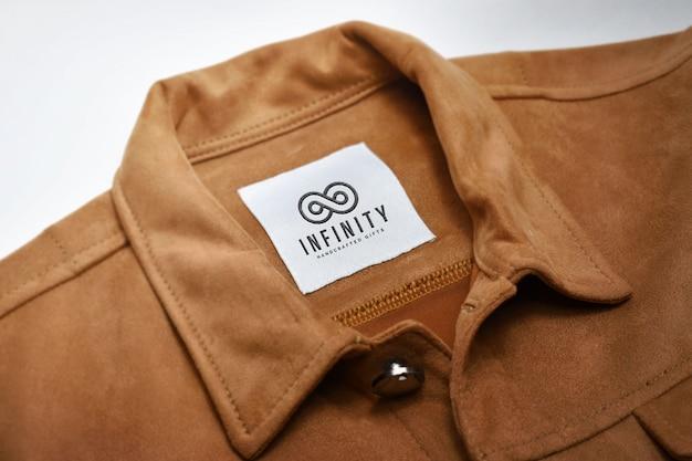 Logotipo en maqueta de etiqueta de tela