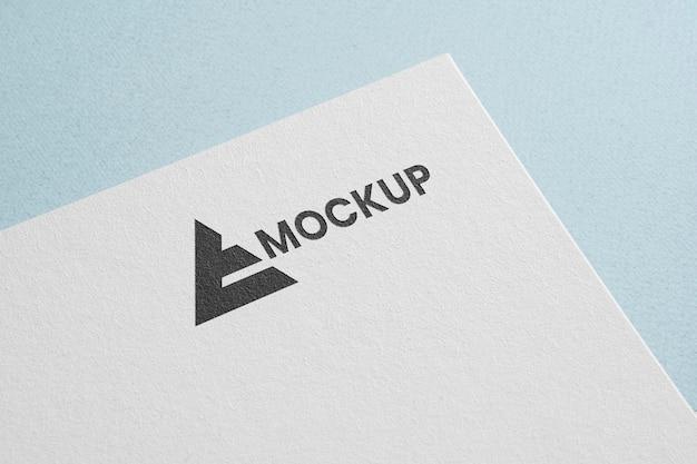 Logotipo de maqueta de identidad corporativa con pirámide.