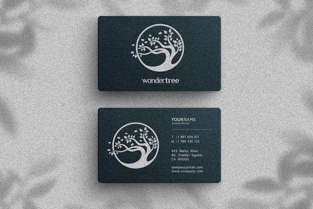 Logotipo de maqueta de lujo en tarjeta oscura
