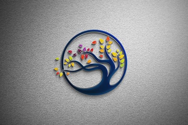 Logotipo de maqueta de vidrio en una pared blanca
