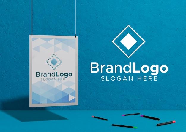 Logotipo de la marca empresa papel de maqueta comercial
