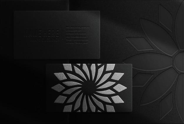 Luxe bloem zilver reliëf visitekaartje bovenaanzicht mockup