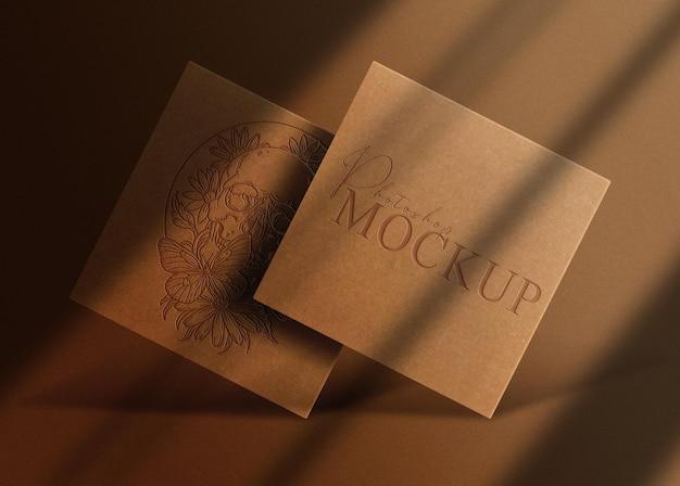 Luxe bruin papier reliëf logo vierkante mockup
