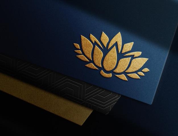 Luxe goud reliëf blauw papier perspectiefweergave mockup