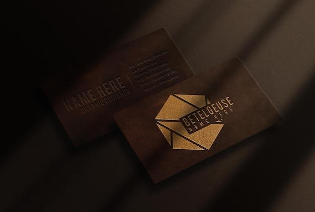 Luxe gouden reliëf lederen visitekaartje mockup