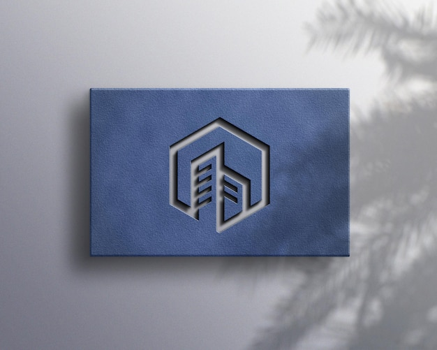 Luxe logo mockup met plantenschaduw
