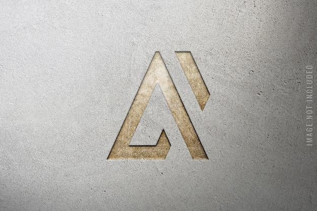 Luxe logo mockup op betonnen structuur