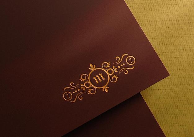 Luxe logo mockup op papier met boekdruk effect