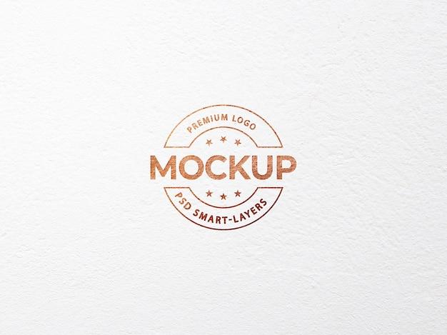 Luxe logo mockup op wit ambachtelijk papier