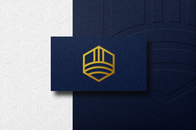 Luxe logo mockup op zakelijke auto