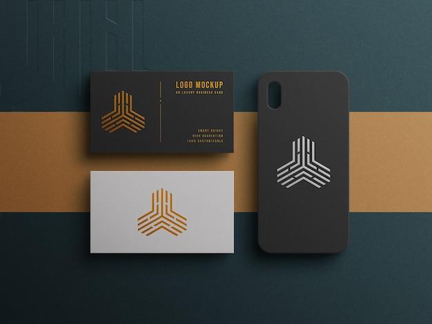 Luxe logomodel op visitekaartje en telefoonhoesje met boekdruk- en reliëfeffect