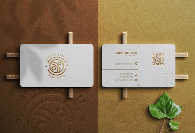 Luxe mockup-logo met witte kaart