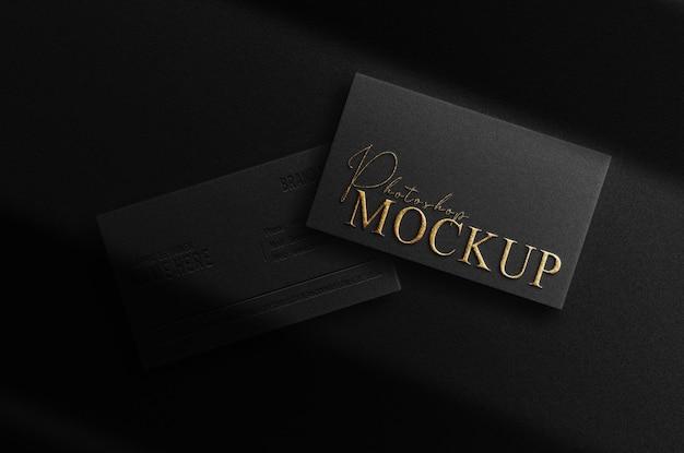 Luxe mockup-visitekaartje met goudreliëf