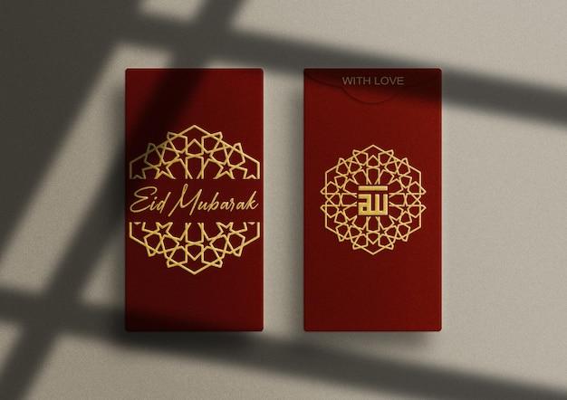 Luxe rode verticale envelop mockup met goud in reliëf