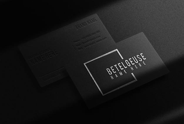 Luxe visitekaartjesmodel met zilveren plaat in reliëf