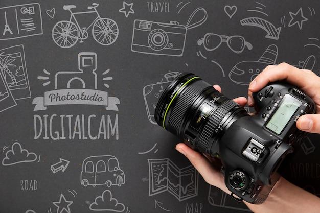 Macchina fotografica della holding del fotografo