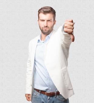 Man doet duimen naar beneden gebaar