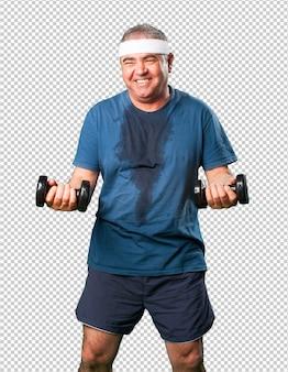 Man van middelbare leeftijd doen oefening met halters