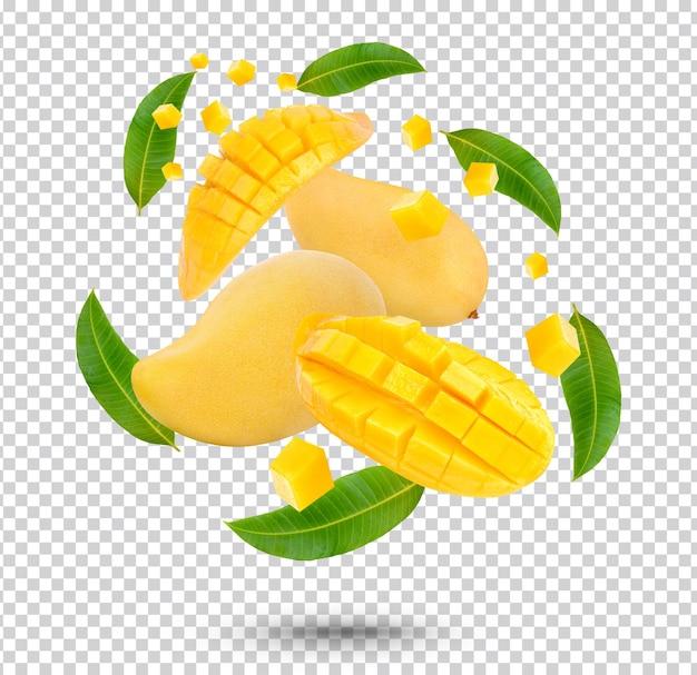 Mangofruit en gesneden met geïsoleerde bladeren