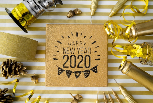 Maqueta de accesorios de fiesta de año nuevo dorado