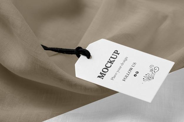 Maqueta de alta vista de etiquetas de ropa en tela suave