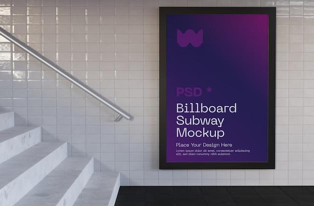 Maqueta de anuncio de metro vertical