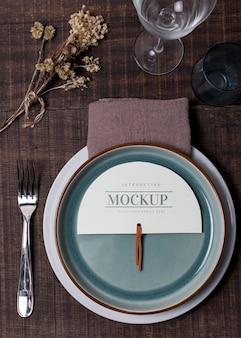 Maqueta de bodegón de boda con diseño de número de mesa