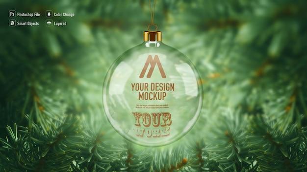 Maqueta de bola de navidad de cristal colgando del árbol de navidad