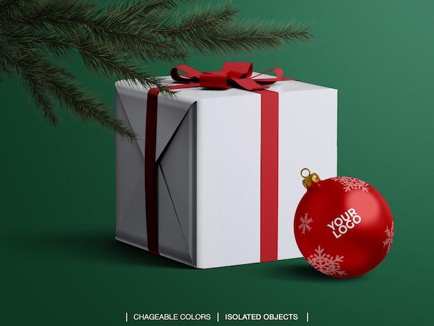 Maqueta de bola de navidad y maqueta de caja presente debajo del árbol de navidad