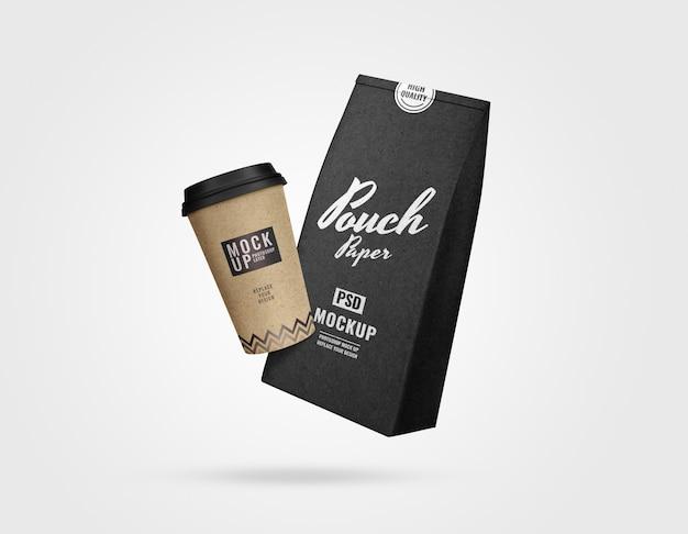 Maqueta de bolsa de café y juego de tazas