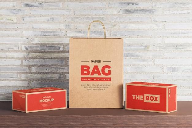 Maqueta de bolsa de papel caja marrón compras roja