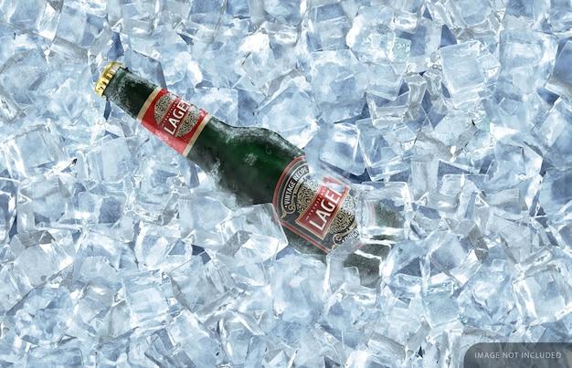 Maqueta de botella de cerveza verde congelada