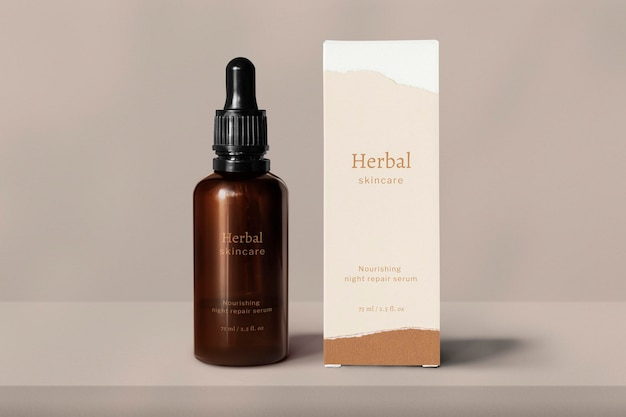 Maqueta de botella de vidrio para el cuidado de la piel psd con caja de embalaje de productos de belleza