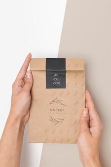 Maqueta de caja de cartón de contenedor ecológico
